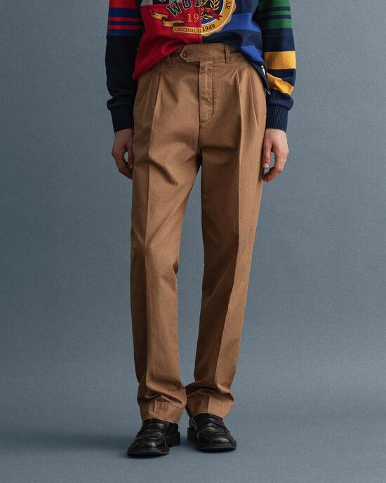 Pantaloni chino con pinces dritti